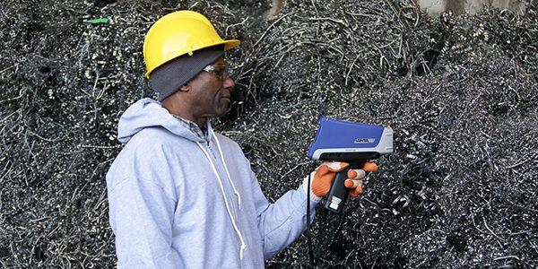 Thiết bị XRF Vanta sử dụng trong phân loại vật liệu trước khi tái chế
