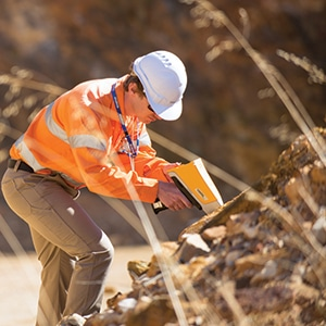 Thiết bị XRF Vanta sử dụng trong kiểm tra môi trường