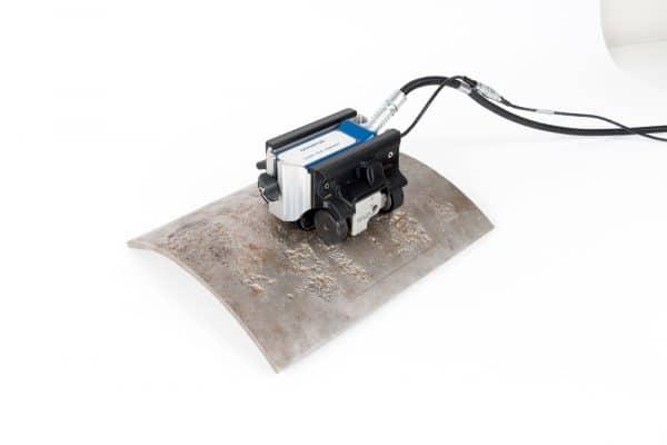 Bù độ nhạy tự động (Dynamic lift-off compensation) giúp duy trì sự ổn định khi làm việc trên các bề mặt thô ráp