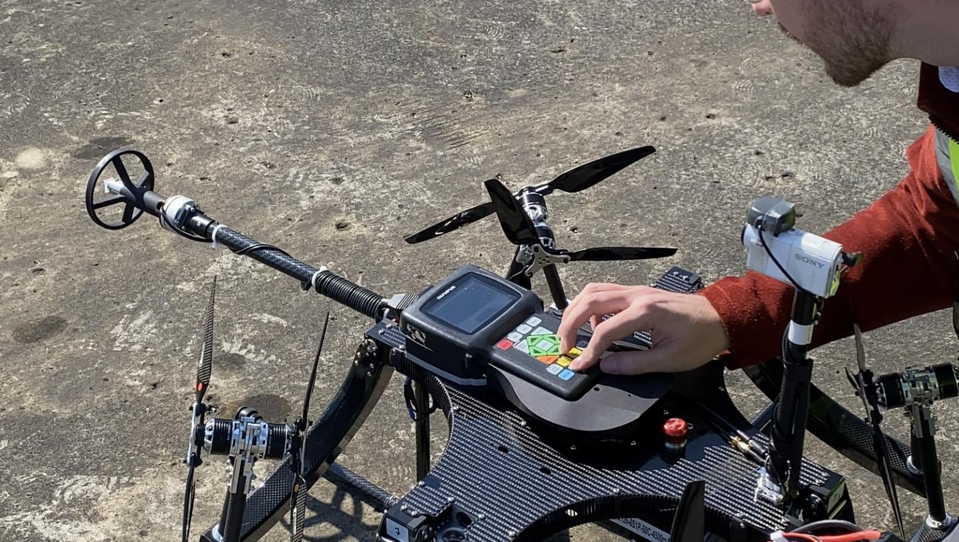 Kiểm tra siêu âm bằng máy bay không người lái